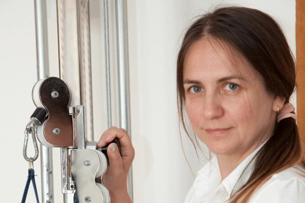 Physiotherapeutin Lidia Gmeiner bei der Arbeit in der Praxis Dr. Freynhofer in Neustadtl