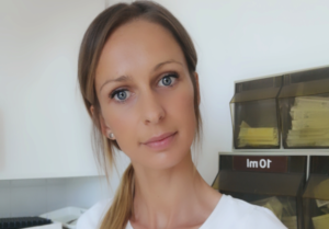 Jasmin Valerie Nenning im Labor der Praxis Dr Freynhofer Karl Neustadtl